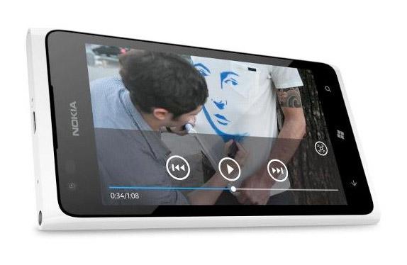 Nokia 900 en blanco