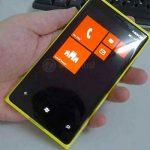 Un Nokia con Windows Phone 8 se muestra en fotos