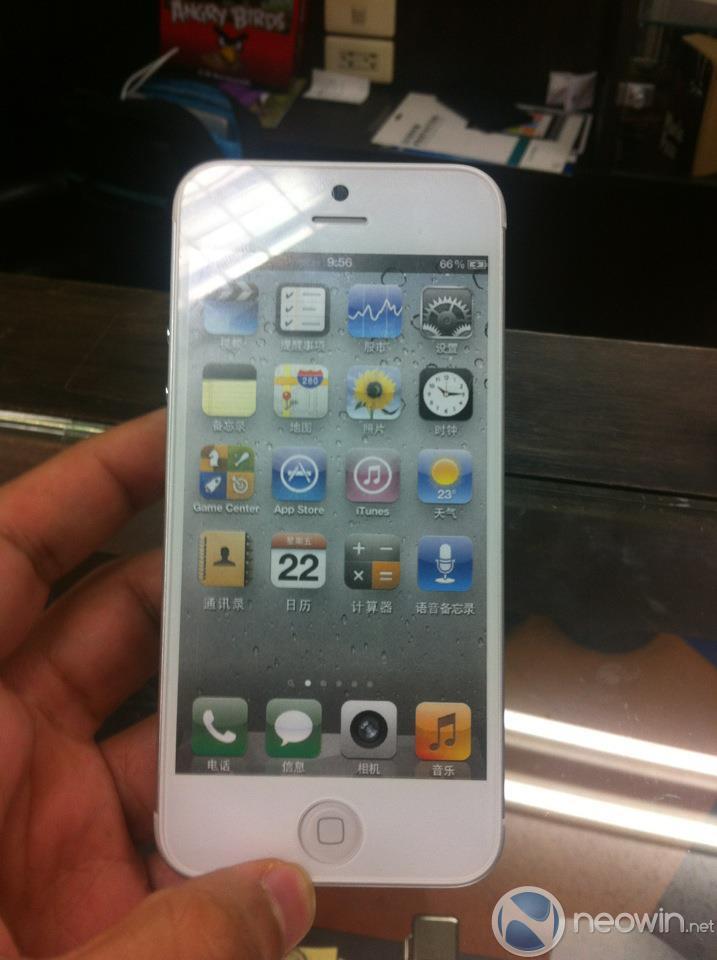 Más imágenes del iPhone 5 tipo dummy