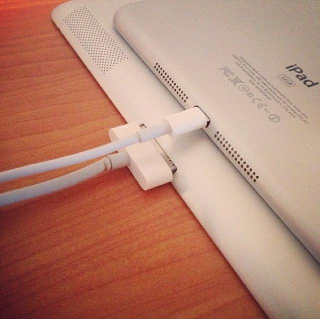 iPad mini de 32 GB con su Apple lightning connector