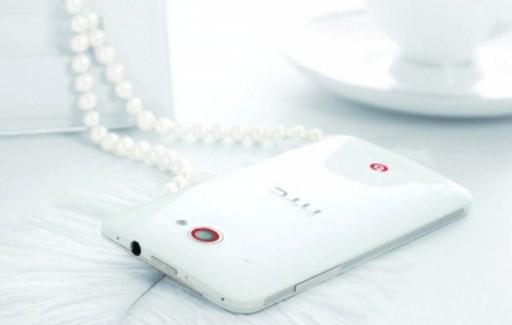 HTC Deluxe DLX color blanco cámara