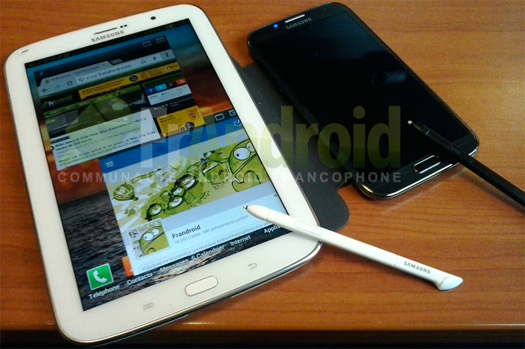 Samsung  Galaxy Note 8.0 y su S-Pen y el Galaxy Note II en foto