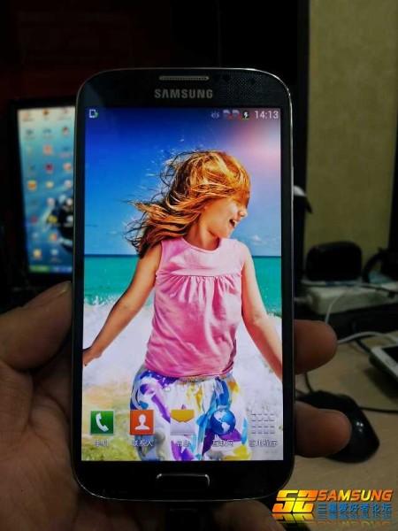 El Galaxy S IV I9502 dual-SIM fotos filtradas en vivo y directo pantalla brillante