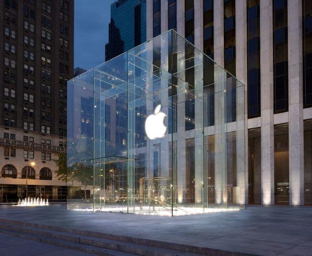 La Apple Store de la Quinta Avenida se inunda por fallas en el techo