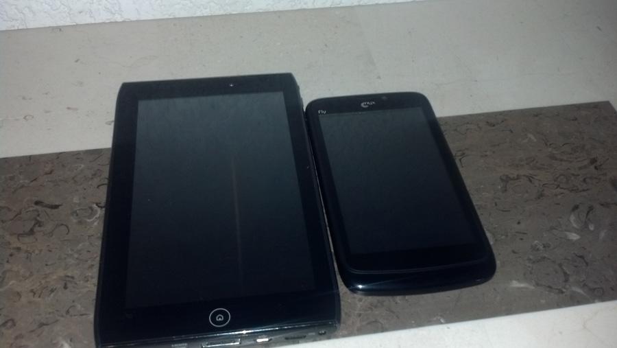 Nyx Fly junto a tablet Acer de 7 pulgadas A10