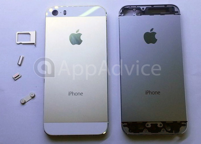 El iPhone 5S color dorado junto al iPhone 5