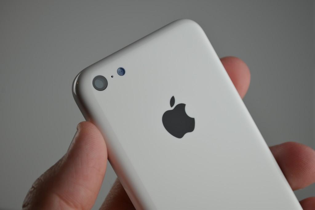 iPhone 5C color blanco cámara y flash