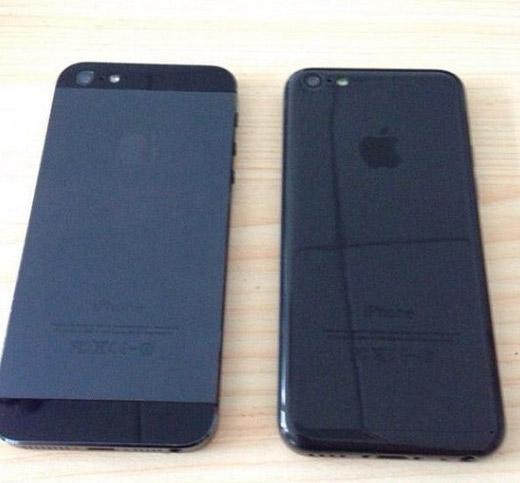El iPhone 5C color negro (black) junto al iPhone 5