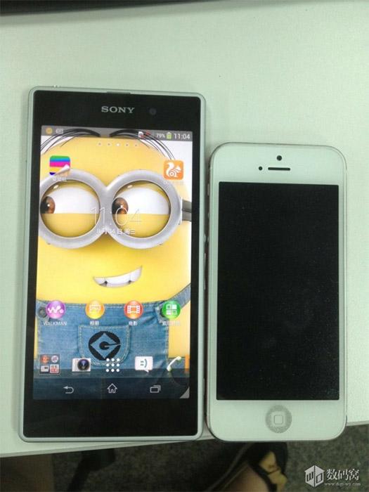 Sony Honami en directo junto a un iPhone