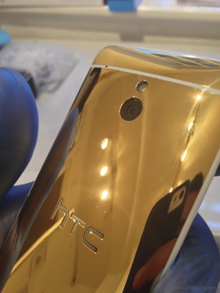 HTC One Mini de Oro 24K