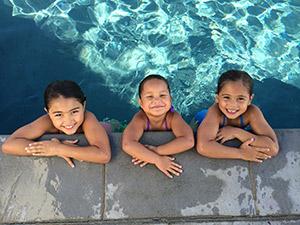 Apple iPhone 5S ejemplo foto niños en  alberca