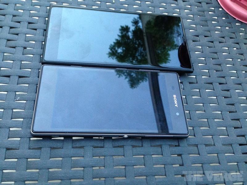 El Nokia 1520 phablet contra Sony Xperia Z1 comparación