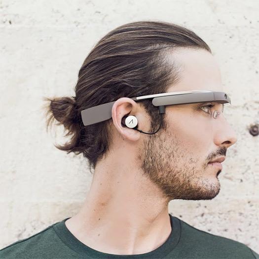 Google Glass con auricular hombre perfil cerca
