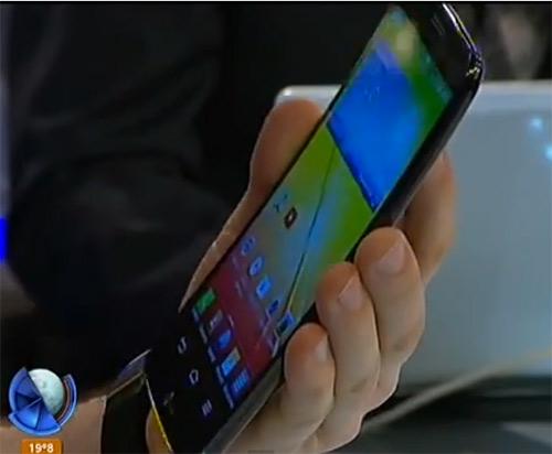 """LG G Flex phablet con pantalla curva de 6"""" HD en Video TV"""