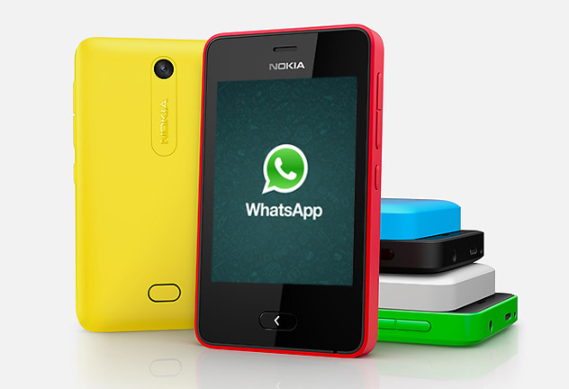 Nokia Asha 501 con WhatsApp en actualización