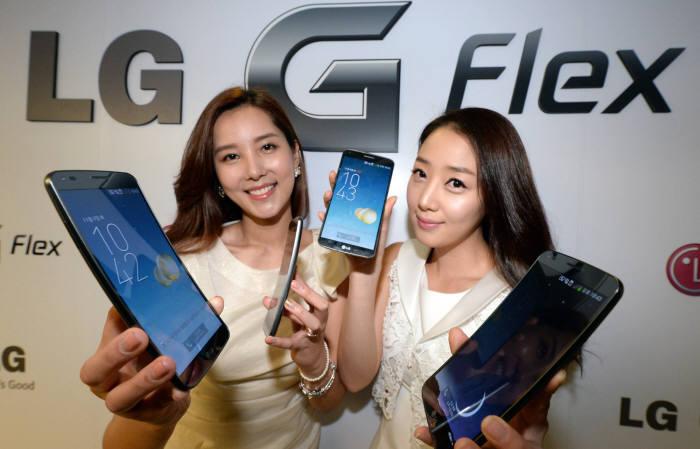 LG G Flex mostrado en Corea por modelos