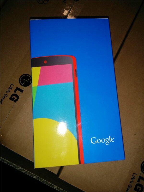 LG Nexus 5 en color rojo en su caja original parte frontal
