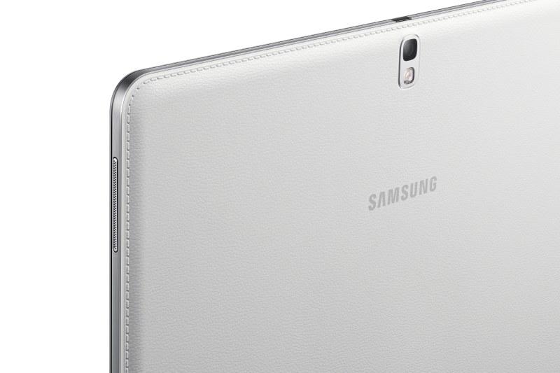 Samsung Galaxy Tab Pro 10.1 oficial detalle cámara con Flash LED