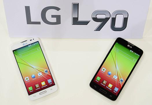 LG lanaza el L90 color negro y blanco