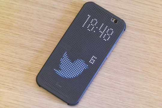 Hackean funda Dot View de HTC One M8 para mostrar más notificaciones