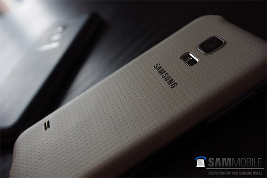 Samsung Galaxy S5 mini color blanco trasera