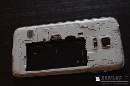 Samsung Galaxy S5 Mini parte trasera sin cubierta