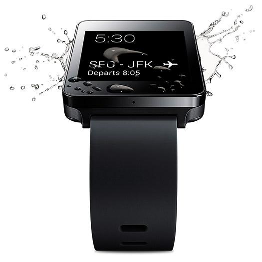 LG G Watch color Negro soportando agua