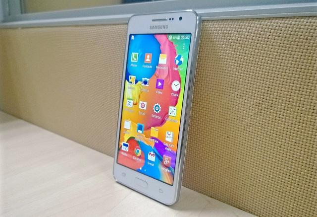 Samsung Galaxy Grand Prime Selfie Phone parado