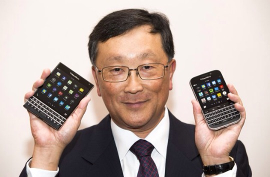 BlackBerry Classic vs Passport