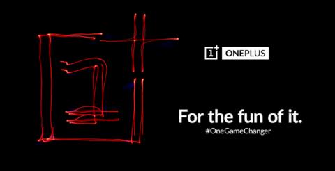 one-plus-publicidad-dipsositivo-gaming-logo-en-luz-roja