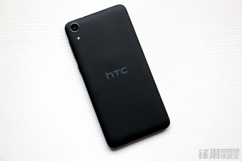 HTC Desire 728 vista trasera
