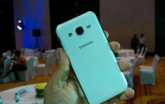 Samsung Galaxy J2 vista posterior