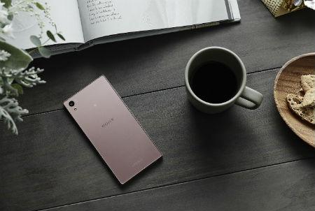 Sony Xperia Z5 rosa vista posterior