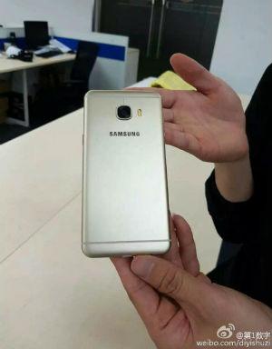 Samsung Galaxy C5 vista posterior