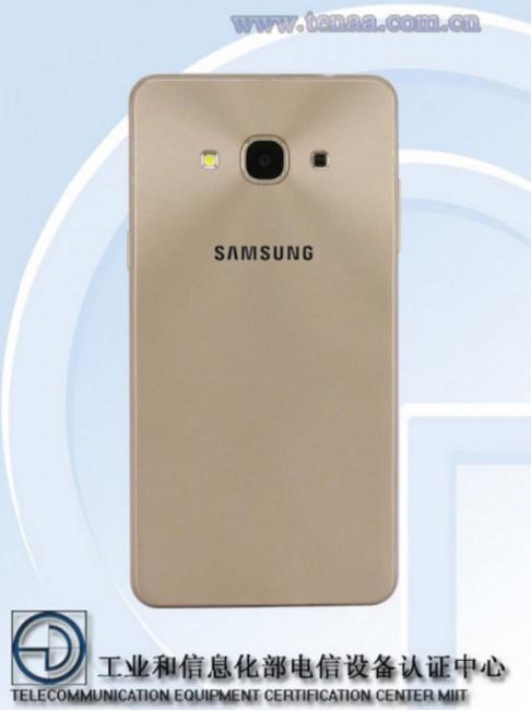 Samsung Galaxy J3 2017 vista posterior