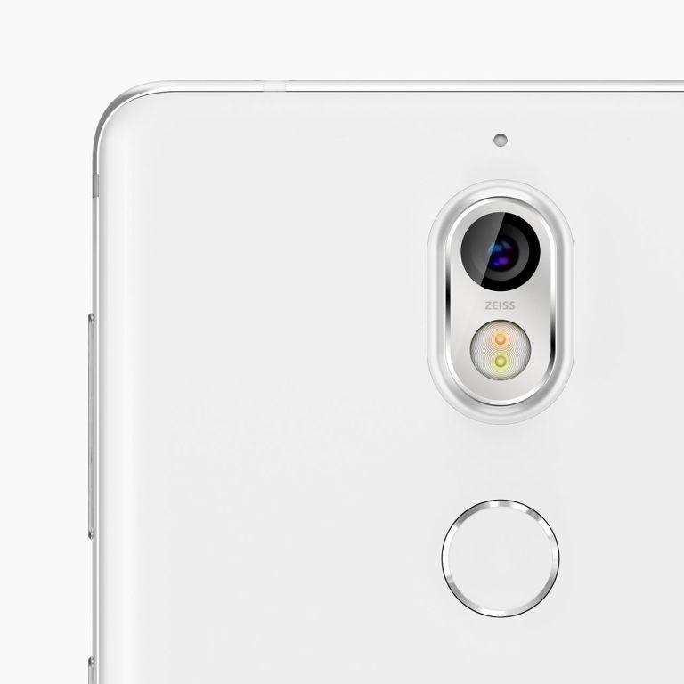 Nokia 7 detalle de cámara y lector de huellas