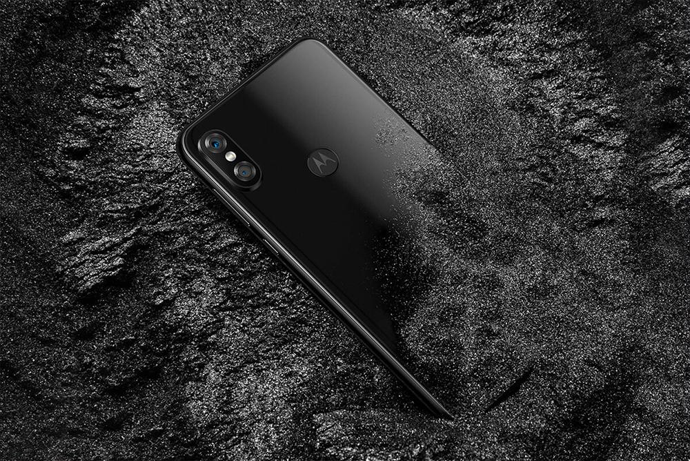 Motorola P30 color negro parte posterior